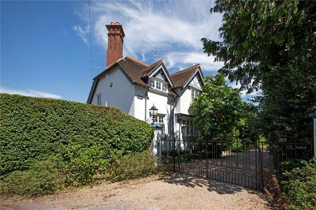 Guide Price £895,000, 4 Bedroom Detached House For Sale in Maidenhead, SL6