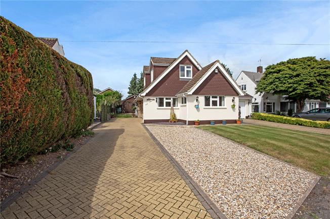 Guide Price £795,000, 4 Bedroom Bungalow For Sale in Buckinghamshire, SL1