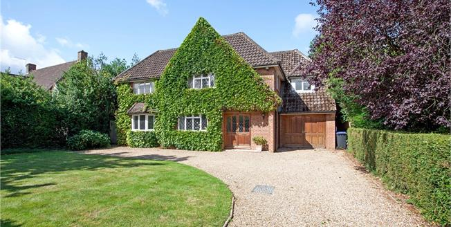 Guide Price £1,100,000, 5 Bedroom Detached House For Sale in Buckinghamshire, SL1