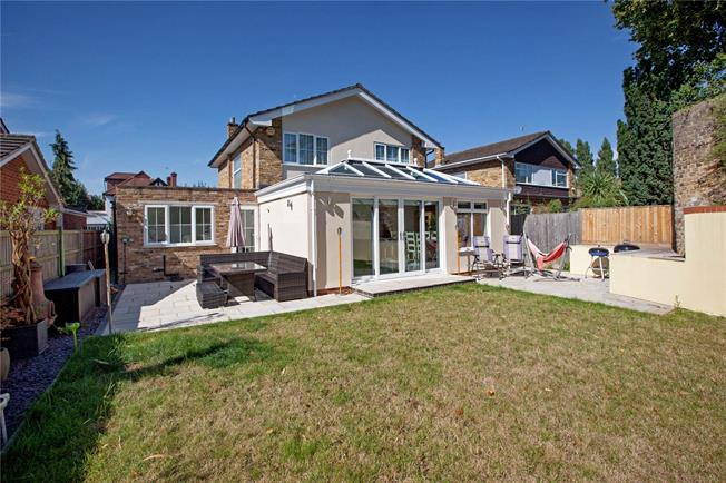 Asking Price £700,000, 4 Bedroom Detached House For Sale in Maidenhead, SL6