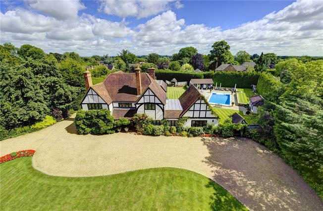 Guide Price £2,250,000, 5 Bedroom Detached House For Sale in Maidenhead, SL6