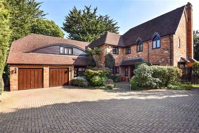 Guide Price £1,500,000, 5 Bedroom Detached House For Sale in Maidenhead, SL6