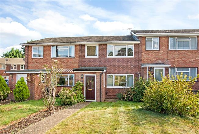Guide Price £375,000, 3 Bedroom Terraced House For Sale in Maidenhead, SL6