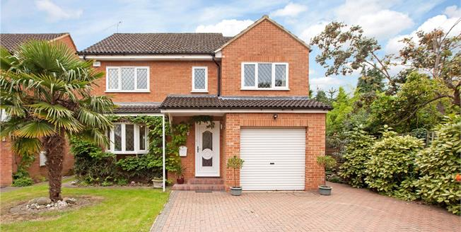 Guide Price £779,950, 4 Bedroom Detached House For Sale in Berkshire, SL6
