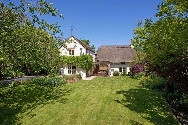 Guide Price £825,000, 4 Bedroom Detached House For Sale in Berkshire, RG10