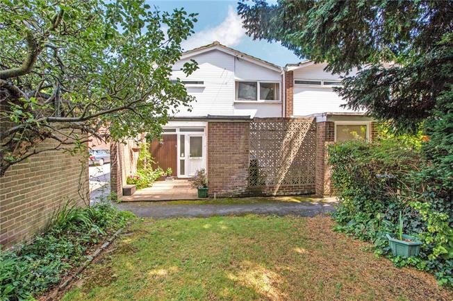 Guide Price £525,000, 3 Bedroom Semi Detached House For Sale in Taplow, Maidenhead, SL6