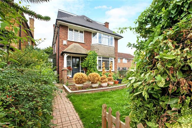 Guide Price £650,000, 4 Bedroom Detached House For Sale in Berkshire, SL6
