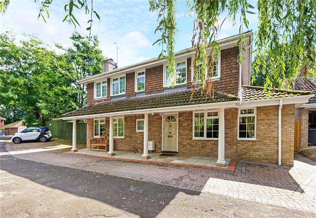 Guide Price £795,000, 4 Bedroom Detached House For Sale in Berkshire, SL6