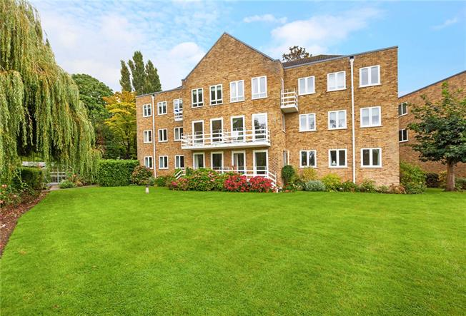 Guide Price £535,000, 2 Bedroom Flat For Sale in Maidenhead, Berkshire, SL6