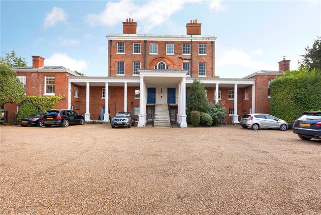 Guide Price £450,000, 2 Bedroom Flat For Sale in Maidenhead, Berkshire, SL6