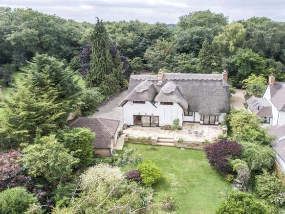 Guide Price £1,450,000, 4 Bedroom Detached House For Sale in Cookham, SL6
