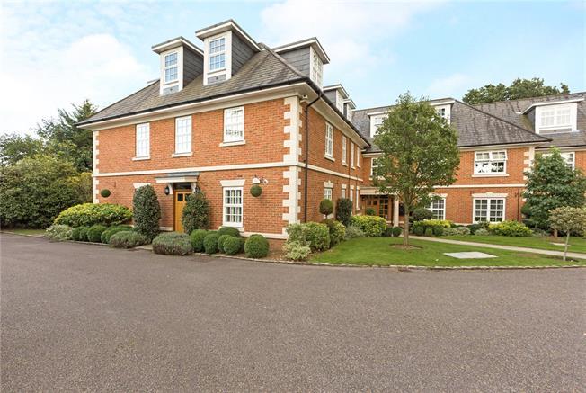 Asking Price £590,000, 2 Bedroom Flat For Sale in Berkshire, SL6