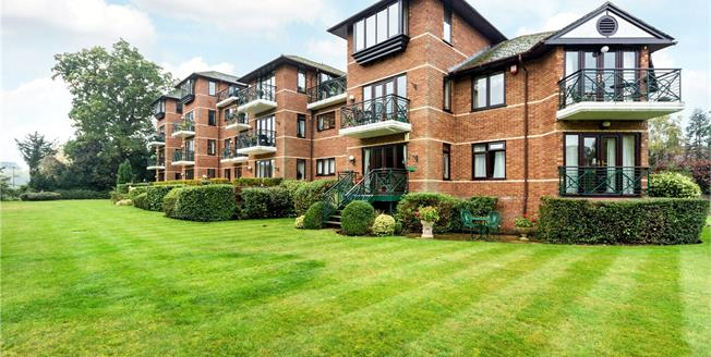 Asking Price £725,000, 2 Bedroom Flat For Sale in Maidenhead, SL6