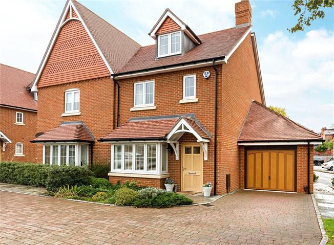 Guide Price £699,950, 3 Bedroom Garage For Sale in Berkshire, SL6