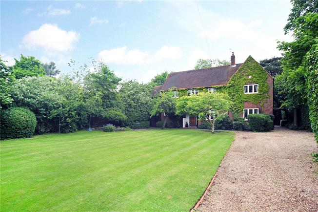 Guide Price £1,100,000, 4 Bedroom Detached House For Sale in Berkshire, SL6