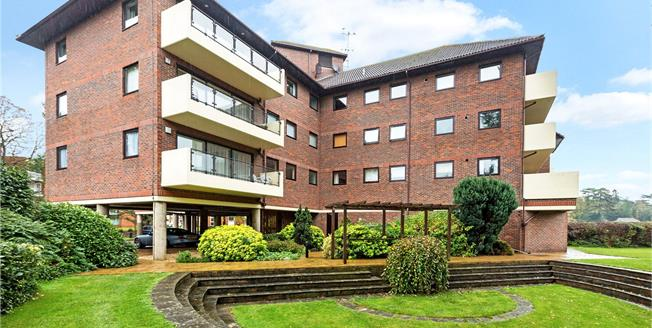 Asking Price £625,000, 2 Bedroom Flat For Sale in Maidenhead, SL6