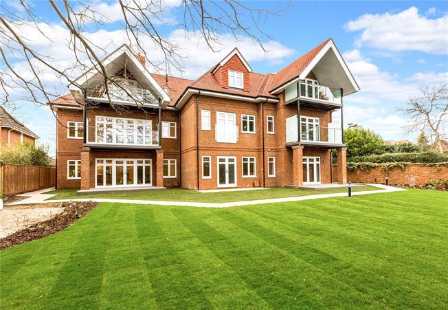 Asking Price £499,950, 2 Bedroom Flat For Sale in Maidenhead, Berkshire, SL6