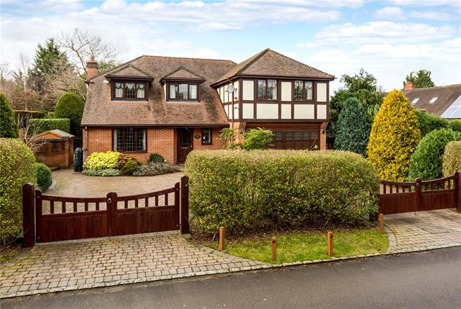 Asking Price £1,250,000, 5 Bedroom Detached House For Sale in Maidenhead, SL6