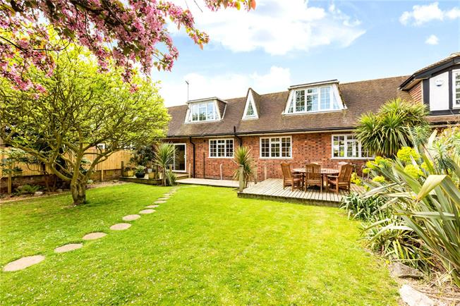 Guide Price £550,000, 3 Bedroom House For Sale in Maidenhead, SL6