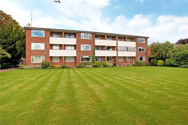 Guide Price £279,950, 2 Bedroom Flat For Sale in Maidenhead, Berkshire, SL6