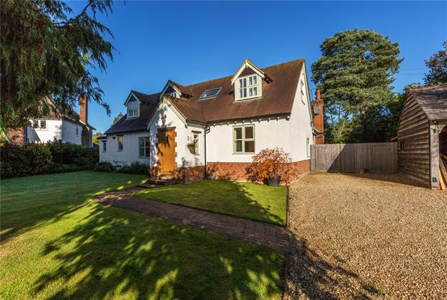 Guide Price £1,450,000, 5 Bedroom Detached House For Sale in Berkshire, SL6