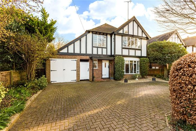 Guide Price £1,100,000, 3 Bedroom Detached House For Sale in Maidenhead, Berkshire, SL6