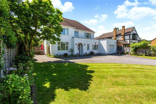 Guide Price £950,000, 4 Bedroom Detached House For Sale in Berkshire, SL6