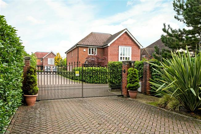 Guide Price £1,100,000, 5 Bedroom Detached House For Sale in Berkshire, SL6