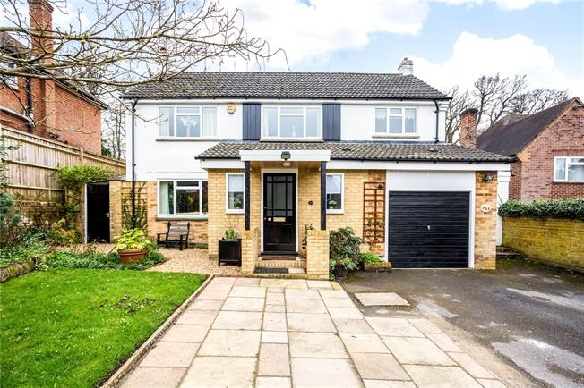 Guide Price £900,000, 4 Bedroom Detached House For Sale in Berkshire, SL6