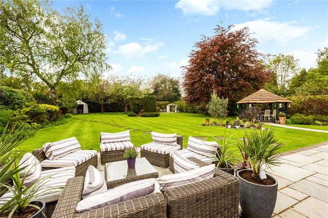 Asking Price £1,000,000, 4 Bedroom Bungalow For Sale in Burnham, SL1