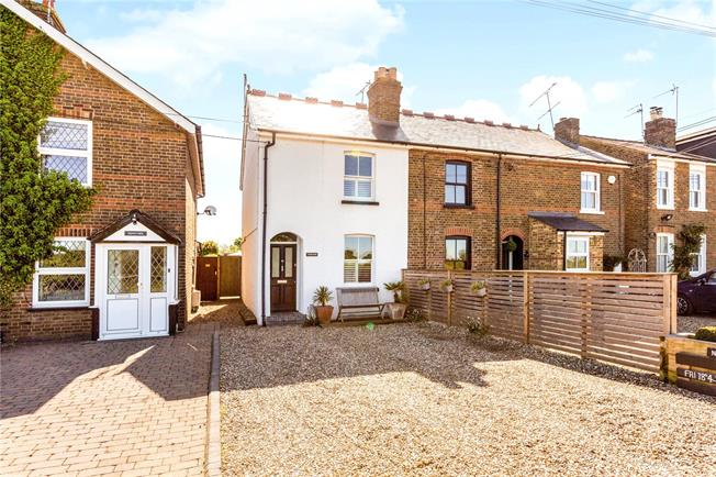Guide Price £475,000, 2 Bedroom End of Terrace House For Sale in Taplow, Maidenhead, SL6
