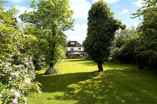 Guide Price £875,000, 5 Bedroom Detached House For Sale in Burnham Lane, SL1