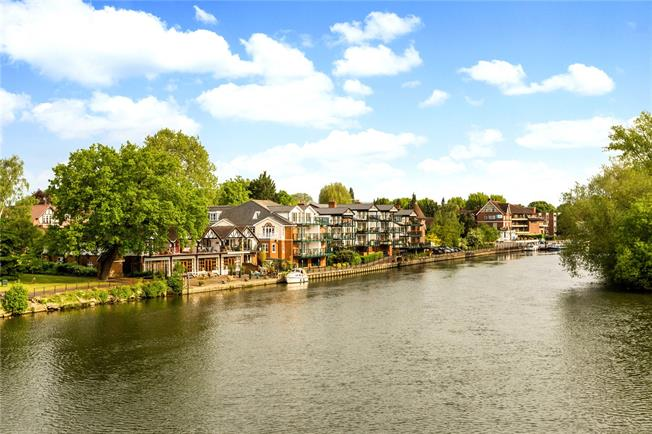 Guide Price £900,000, 2 Bedroom Flat For Sale in Maidenhead, SL6