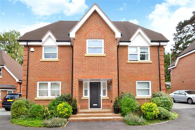 Offers in excess of £1,000,000, 4 Bedroom Detached House For Sale in Maidenhead, SL6