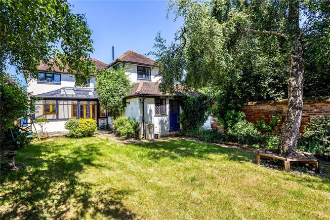 Guide Price £550,000, 3 Bedroom Semi Detached House For Sale in Berkshire, SL6