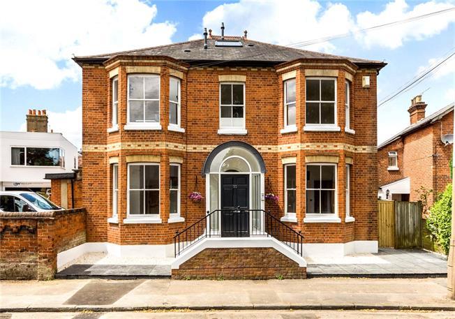 Asking Price £245,000, 1 Bedroom Flat For Sale in Berkshire, SL6