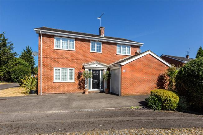 Guide Price £675,000, 4 Bedroom Detached House For Sale in Berkshire, SL6