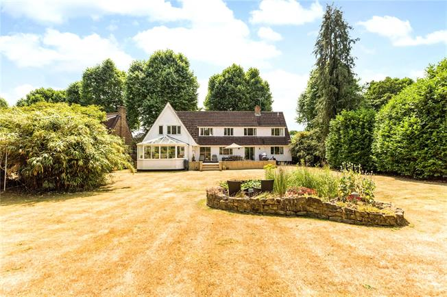 Guide Price £1,100,000, 5 Bedroom Detached House For Sale in Maidenhead, SL6