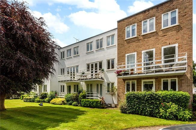 Guide Price £635,000, 3 Bedroom Garage For Sale in Maidenhead, Berkshire, SL6