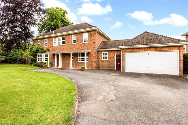 Guide Price £1,350,000, 4 Bedroom Detached House For Sale in Maidenhead, SL6