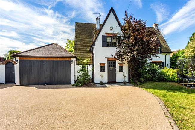 Guide Price £1,100,000, 4 Bedroom Detached House For Sale in Bray, SL6