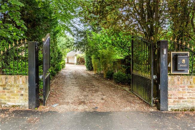 Guide Price £800,000, 4 Bedroom Detached House For Sale in Berkshire, SL6