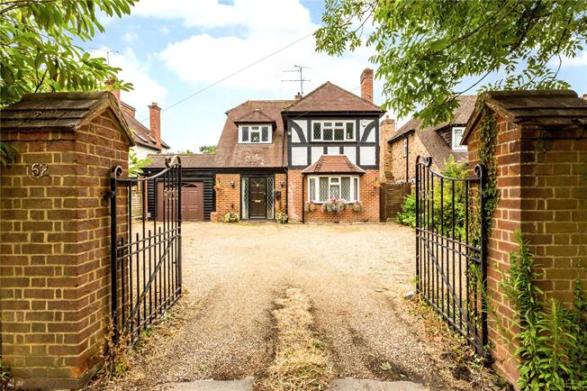 Guide Price £700,000, 3 Bedroom Detached House For Sale in Maidenhead, SL6