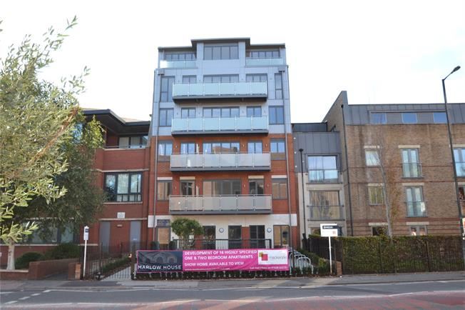 Asking Price £330,000, 2 Bedroom Flat For Sale in Maidenhead, SL6