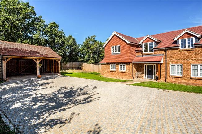 Guide Price £1,295,000, 4 Bedroom Detached House For Sale in Maidenhead, SL6