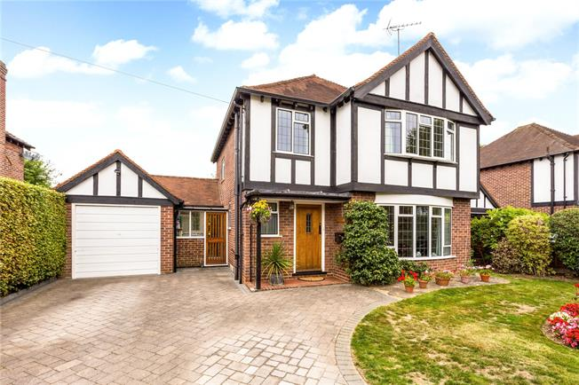 Asking Price £925,000, 3 Bedroom Detached House For Sale in Maidenhead, Berkshire, SL6