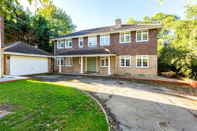 Guide Price £895,000, 5 Bedroom Detached House For Sale in Maidenhead, SL6