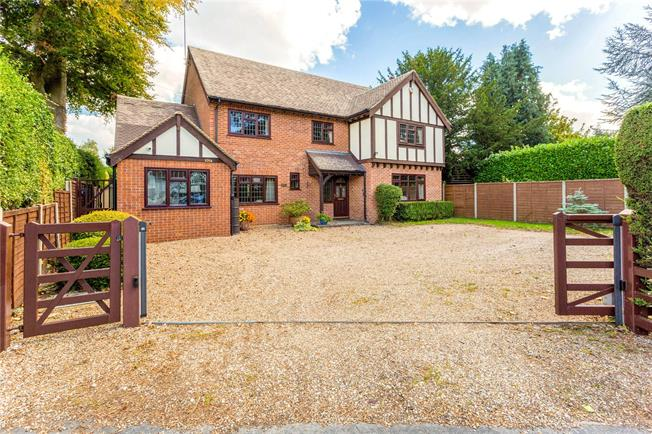 Guide Price £945,000, 5 Bedroom Detached House For Sale in Maidenhead, SL6