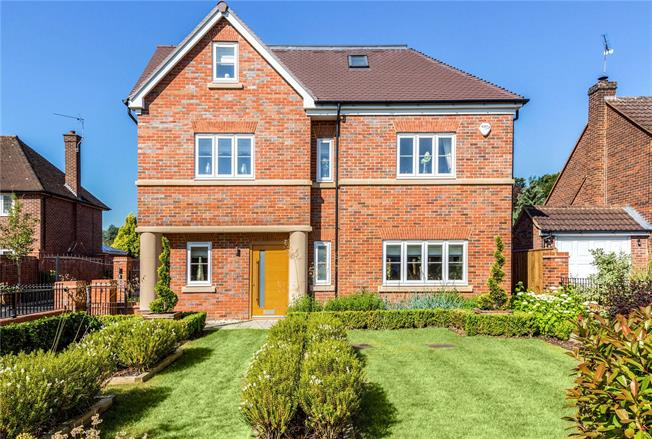 Asking Price £1,175,000, 5 Bedroom Detached House For Sale in Berkshire, SL6