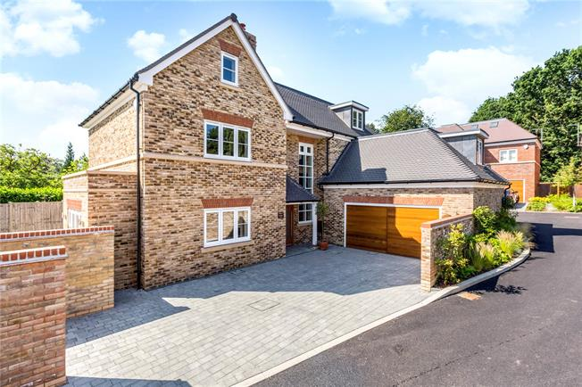 Asking Price £1,125,000, 5 Bedroom Detached House For Sale in Berkshire, SL6